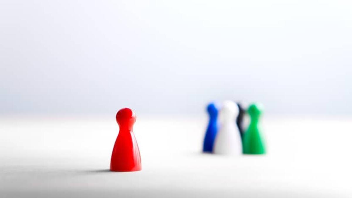 sosyal benlik kimlik kuramı nedir