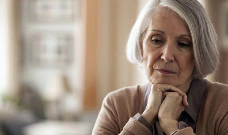 Adım Adım Alzheimer : Nasıl Başlar? Belirtileri Neler?